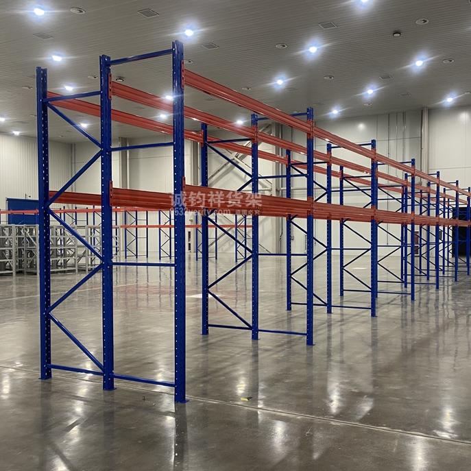 城阳某汽车配件公司在诚钧祥定制一批重型仓储货架已顺利安装完成